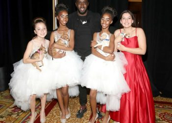 "SEAN ""DIDDY"" COMBS HONORS DAUGHTERS AT 5TH ANNUAL PAW WORKS TIES& TAILS GALA"