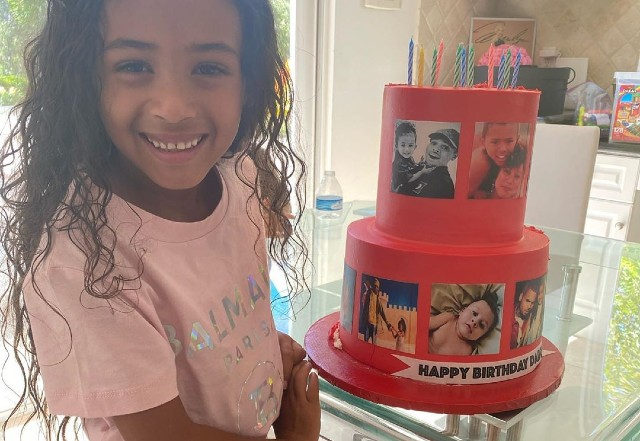 Magnificent Chris Browns Daughter Royalty Gives Him A Cake And Party For Personalised Birthday Cards Paralily Jamesorg